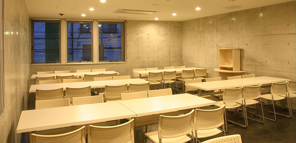 椅子席 46席(通常時)若干名増設可